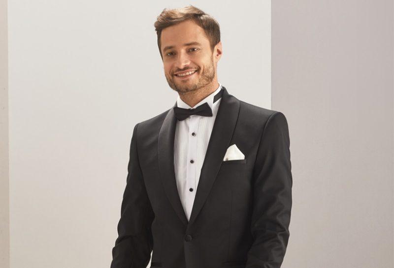 f2fe7cbf705c5 Moda męska w ślubnym wydaniu - garnitur smokingowy dla Pana Młodego ...