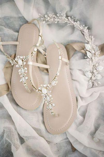 płaskie buty z ozdobami